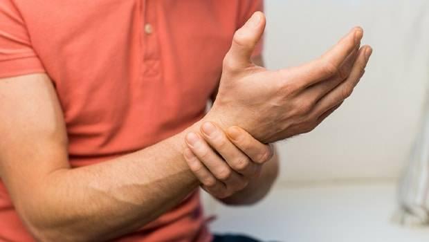 گزگز انگشتان دست